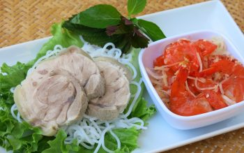 Chia sẻ cách làm bún cuộn thịt heo tôm chua siêu ngon